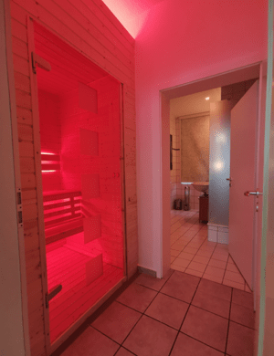 Badezimmer in einem Loxone Smart Home von Logic Home